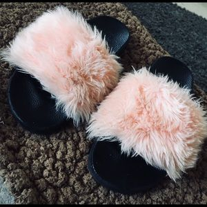 Shoes - 🌸Pink Furry Fuzzy Slippers